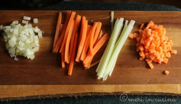 Tagliare le verdure: le tecniche che cambiano l'aspetto scenico del piatto