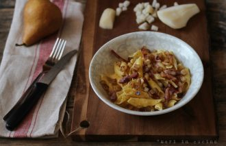 un insolito e gustoso accostamento, pere, pancetta e pecorino