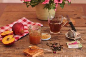 profumatissima e deliziosa questa confettura di pesche noci al tè verde e rose