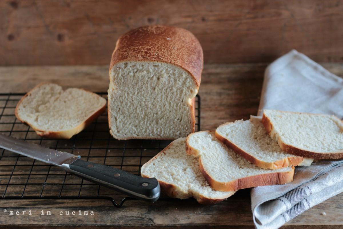 un soffice pane preparato con lievito madre